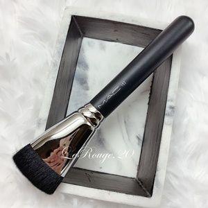 Mac 163 foundation / contour brush